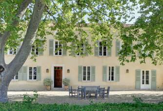 La façade du Château La Calisse
