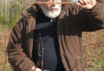 Roland Petiteau pendant la taille de la vigne de la Tourlaudière